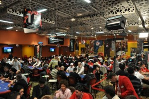 La sala del Perla gremita di giocatori