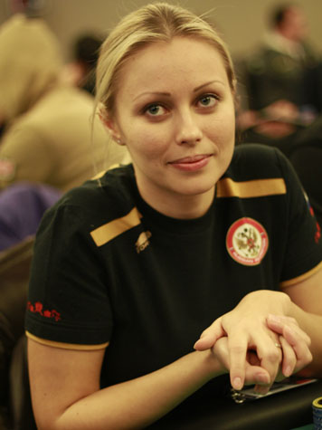 Yulia Nova 2012 http://blog.peoples.it/it/blog/pokeronline/2012/02/26/ppt-saint-vincent-day-3-road-to-nine/