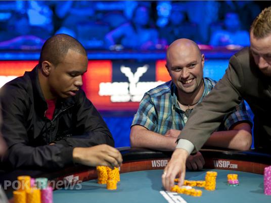 """WSOP 2012: serve la migliore """"Ivey face"""" contro i bloody river…"""
