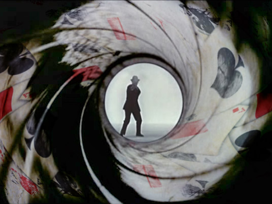 Agente 007: il poker ai confini della realtà!