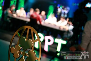 Il P-Globe in primissimo piano e, sullo sfondo, il Final Table del Main Event del PPT