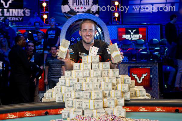 Hat Trick alle WSOP: Greg Merson vince il Main Event ed è Player of the Year 2012!
