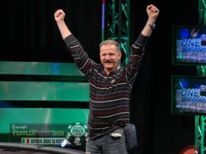 L'hurrà di Eugenio Landi dopo la vittoria al WSOP Side di Nova Gorica 2012