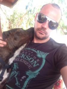 Un selfie dal profilo FB di Francesco, mentre viene sbaciucchiato dal suo adorato cane Apollo!