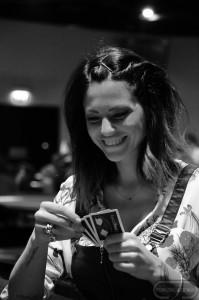 La bella Pamela Camassa oggi dovrà stare attenta a come gioca le sue carte
