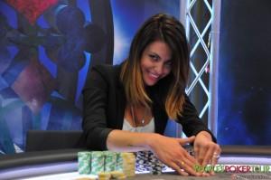 Una splendida immagine di Pamela Camassa al tavolo del PPTour di Portorose