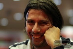 Silvio 'Mister_Sly' Crisari, sorridente come sempre, ai tavoli del People's Poker Tour