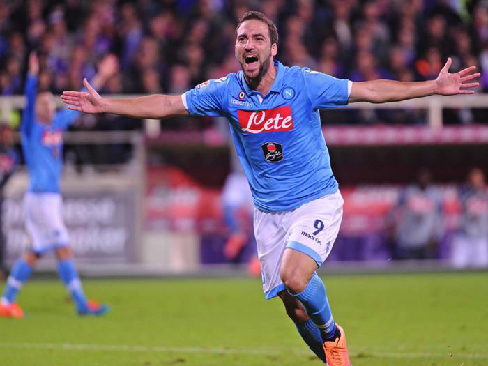 Napoli's forward Gonzalo Higuain celebrates after scoring the first goal of the Italian Serie A soccer match between ACF Fiorentina and SSC Napoli at Artemio Franchi Stadium in Florence, 9 November 2014. ANSA/ MAURIZIO DEGL'INNOCENTI